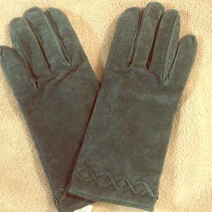 Isotoner Size Medium Green Suede Gloves